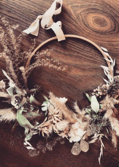 Jade - Couronne de fleurs séchées et stabilisées - Atelier Graine de Prairie